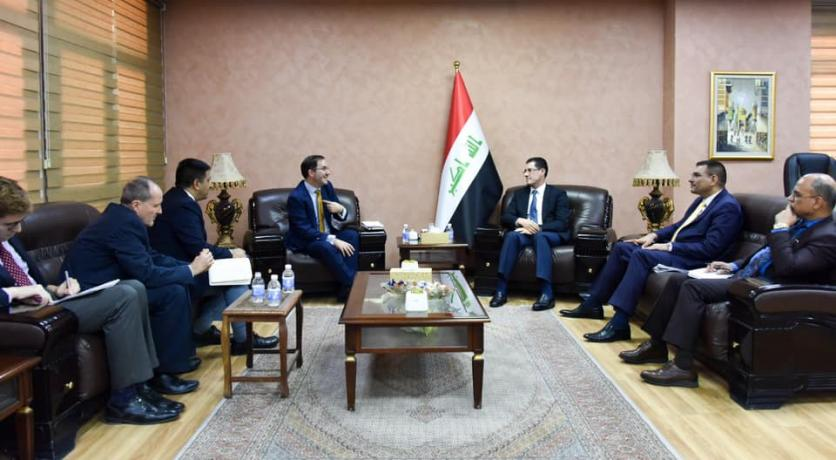 Minister of Planning discusses with a delegation from the